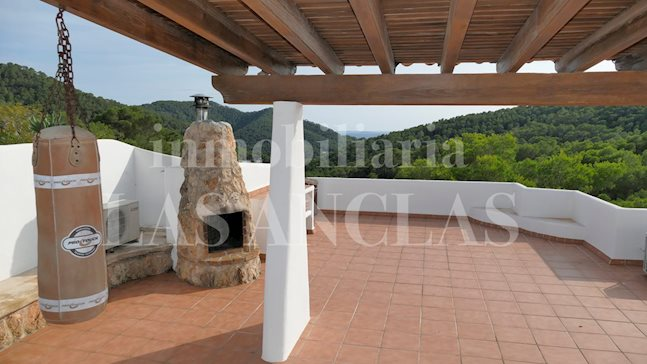 Ibiza Valverde - Modernized penthouse flat with sea views & roof terrace with barbecue to buy