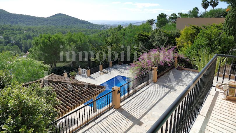 Ibiza Jesús - Large villa in secure area with views of the sea, harbour and old town to buy