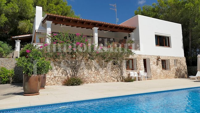Ibiza San Carlos - South facing, tranquil country villa with rental license and panoramic views for sale