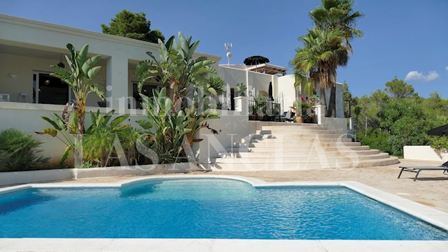 Ibiza Santa Gertrudis - Countryside villa with high ceilings, guest house and views to the sea to buy