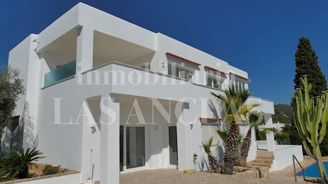 Ibiza Talamanca - Villa for 4 residential units with fantastic views of the sea and Dalt Vila for sale