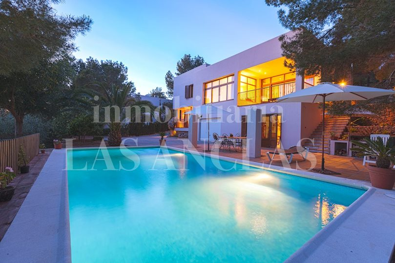 Ibiza west coast - Central, high quality house with guest suite and marvellous sunsets for sale