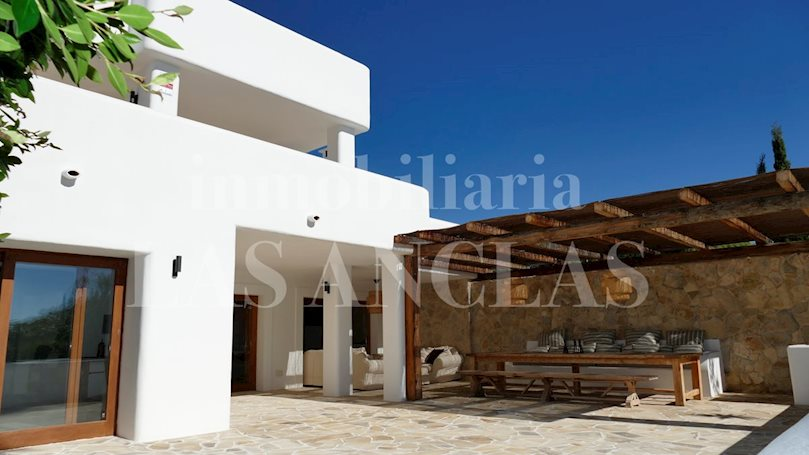 Ibiza between Ibiza & San José - Elegant and ample luxury villa with sea views and touristic rental license for sale